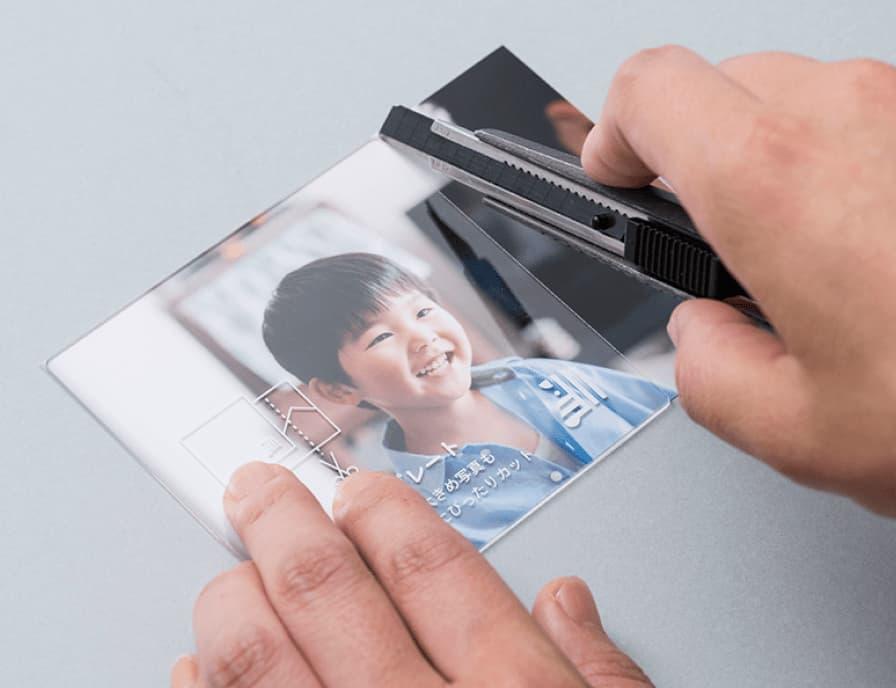 お手元にある写真をましかくサイズにトリミング、 カッティングボードつき