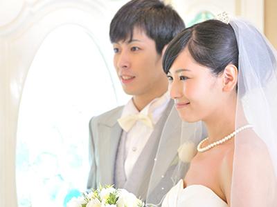 年賀状で結婚報告!写真ありなしのメリットと注意点を解説
