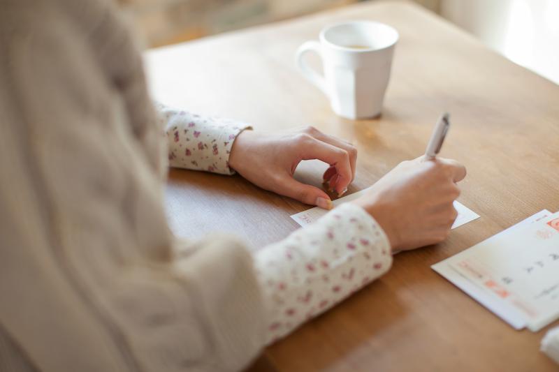 年賀状に手書きのメッセージを添えるべき?